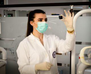 Медицинская одежда и халаты на заказ. Как завоевать доверие пациентов к вашей компании?