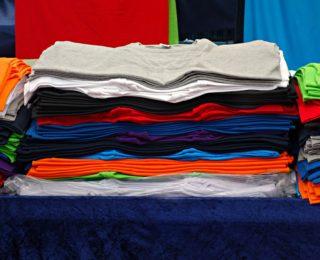 Пошив футболок для сотрудников: выбираем изделия с умом — экономим время и деньги!