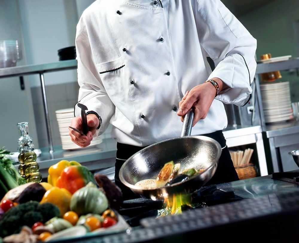 Как выбрать форму для повара и не пожалеть об этом? Рассматриваем требования к спецодежде